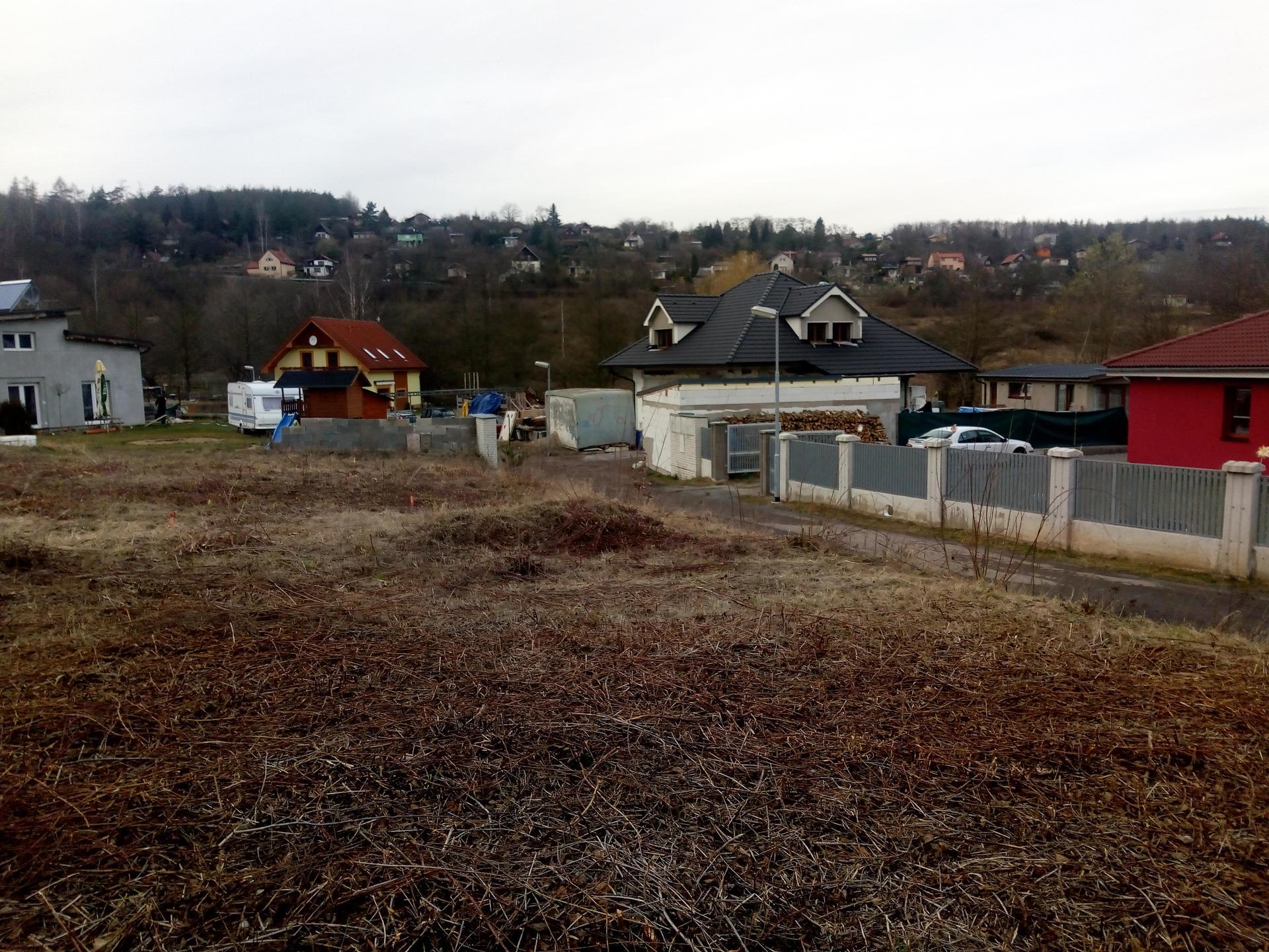 Příprava pozemku, bednění, základy, opěrka, bouda, plot - Obrázek č. 54