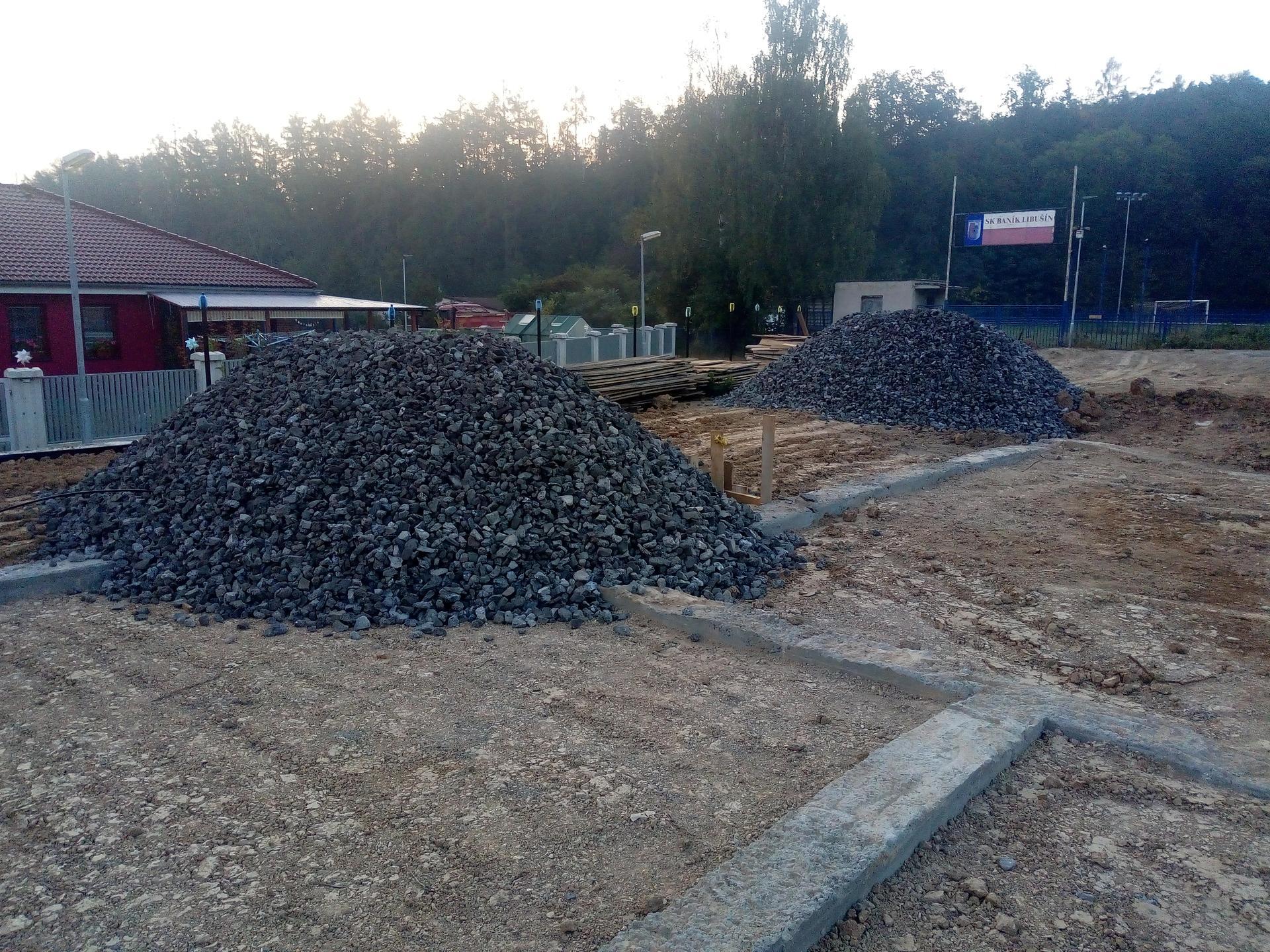 Příprava pozemku, bednění, základy, opěrka, bouda, plot - Obrázek č. 65
