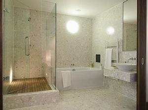 Takový budeme mít sprchový kout v patře, jen skleněné dveře vestavěné do niky.