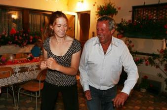 kamarádka Dáša tančí se strejdou Milanem