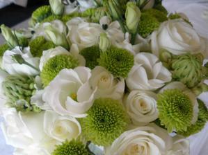 svatební kytice byla nádherná
