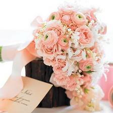 taková bude! jen z karafiátů a doplněná růžema