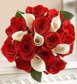tato asi vyhraje, jen budou bílý růže a tmavě rudý kaly...je krásná:-)