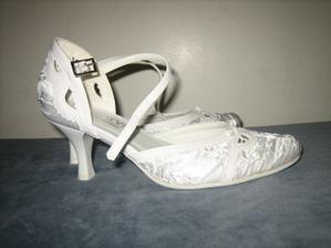... a moje topánočky...síce odlišné od mojich predstáv, ale aj tak krásne :)