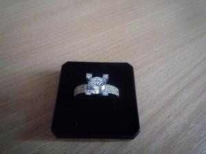 môj zásnubný prstienok:-))