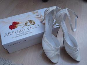 moje svadobné črievičky:-))