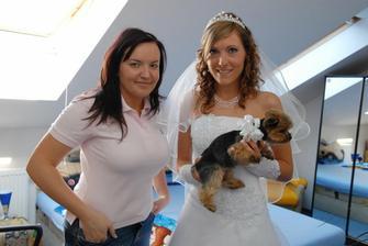 Moni, já a nejmenší svatebčanka