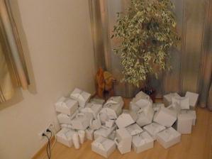 zatím prázdné krabičky na výslužky