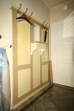 stěna v chodbě