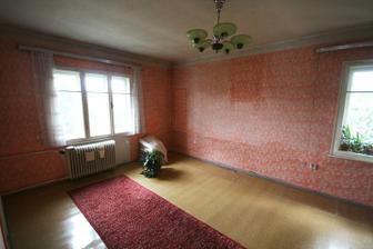 větší pokoj v patře