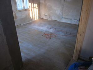 a bude se brousit poslední podlaha