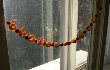 dělaly jsme s dcerkou řetěz do okna...
