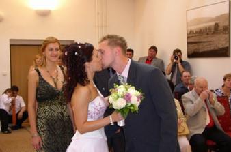první novomanželská pusinka.-)