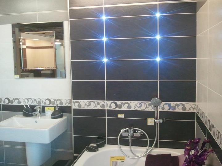 Inspirace-tmavé podlahy, koupelny, vybavení - led diody mezi obklady