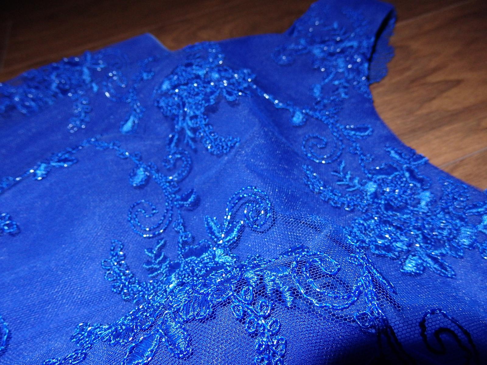 kráľovsky modré šaty - Obrázok č. 3