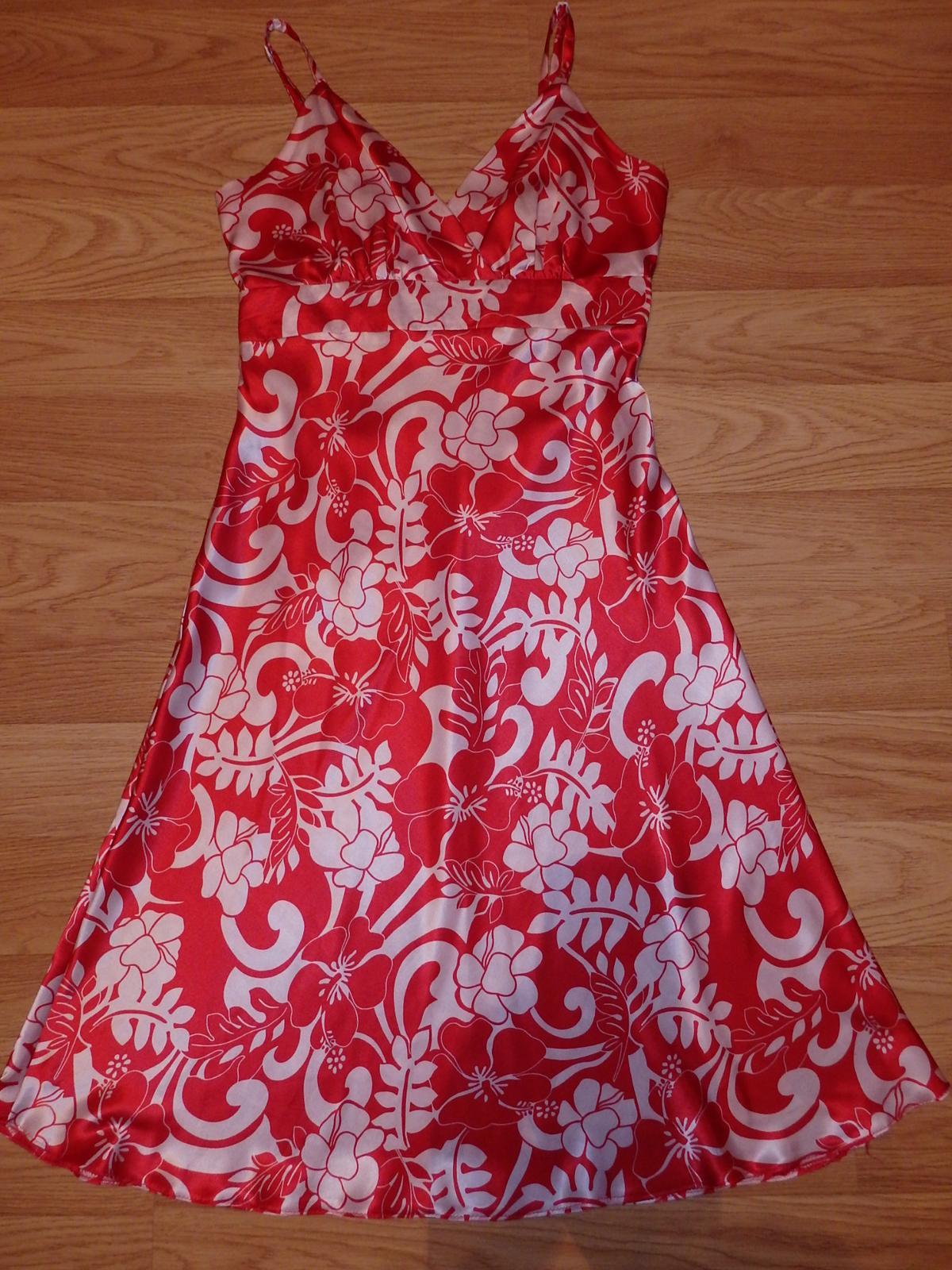 kvetované šaty - Obrázok č. 1