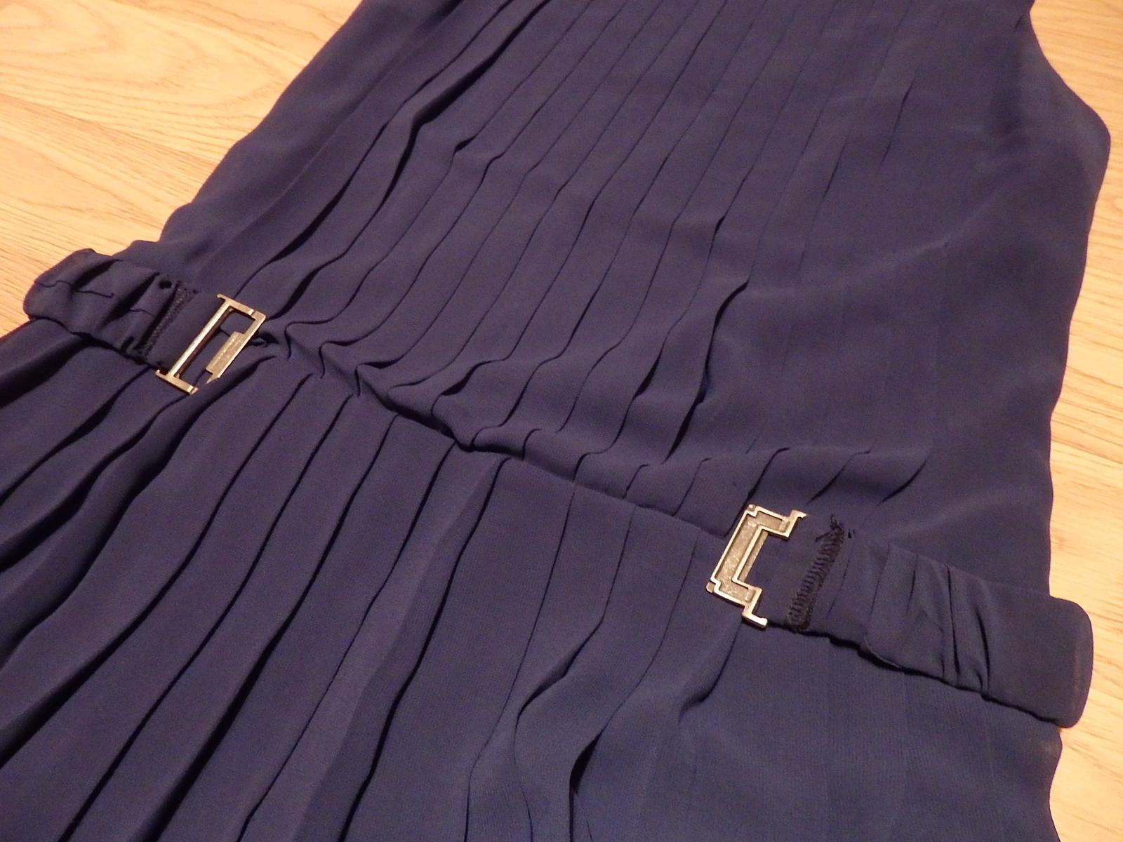 Plisované šaty nad kolená - Obrázok č. 3