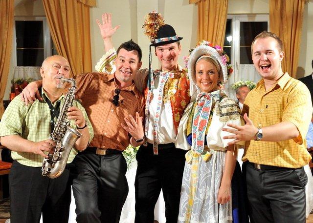 Gin-Tonic Hudobná skupina - Na svadbe musi byt veselo :)