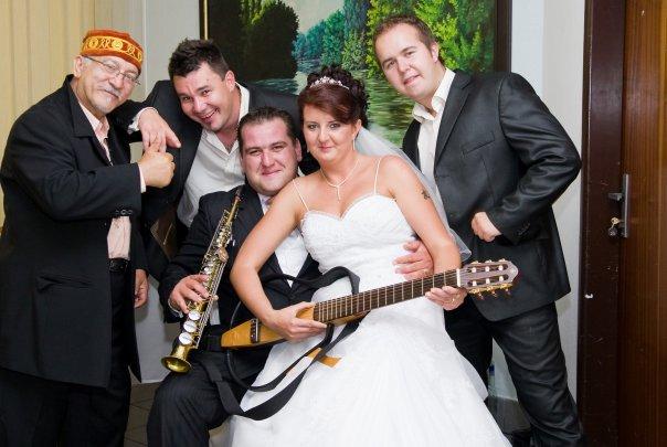 Gin-Tonic Hudobná skupina - Nevesta este nevidela prazdnu gitaru :)