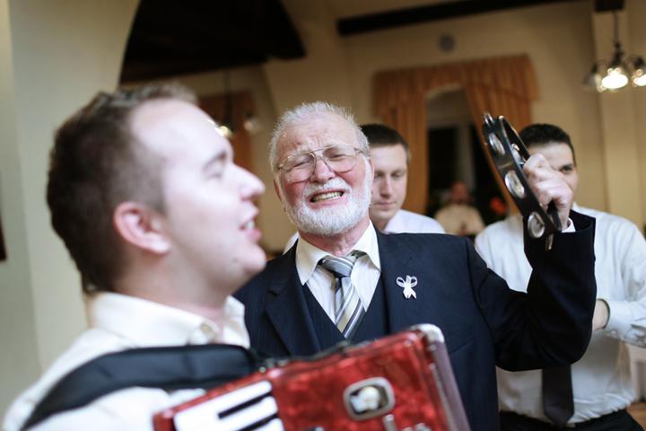 Gin-Tonic Hudobná skupina - Nastroje musia ovladat aj svadobny hostia :)