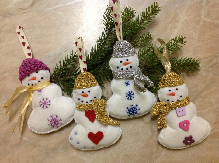 Vianocne ozdoby mojej sestry:) - Snehulky uz s ciapockami ;)