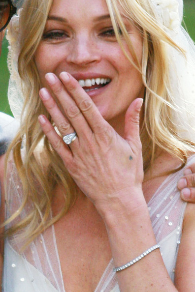♣ Celebrity a ich prstienky ♣ - Kate Moss