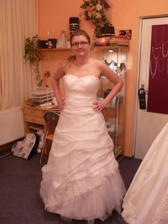 Šaty - I tyhle se mi celkem líbili, ale nakonec jsem vybrala jiné:)