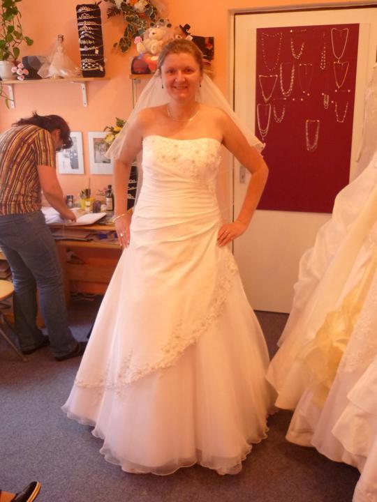 Šaty - ..zkusit jiné šaty:)