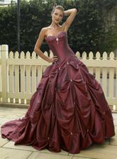 nádherné šaty a něco pro mě ,nevím totiž jestli budu bílá nevěsta