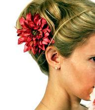 Ve vlasech chci květinu