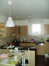 a v kuchyni se peče linecké