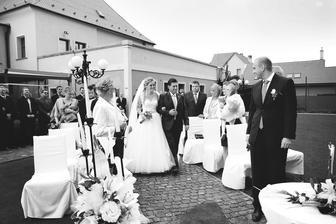 """Príchod k oltaru za doprovodu piesne """"Ve snu sa vdávam"""", bolo to netypicke ale krásne"""