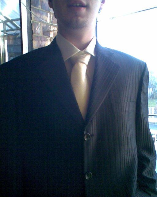 Martuska pripravy - Tak konečne sme kupili drahemu oblek. Pekny cierny s pruzkami