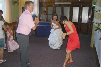Ve víru tance s kamarádkou, která mi se vším