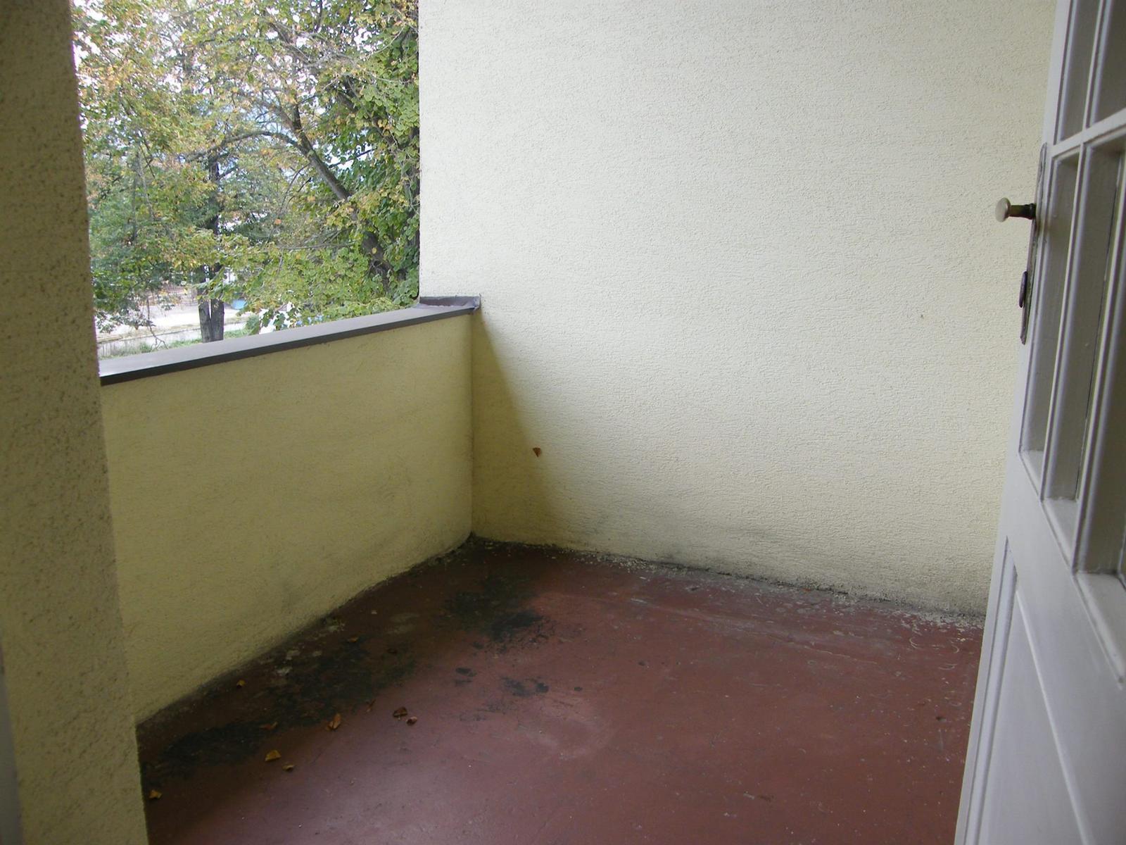 Novy bytik - povodny stav - balkon c.2