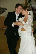 manzelsky tanec, prekvapenie pre manzela nechcel tancovat valcik a ani ja tak sme si dali zahrat slaďáček:)