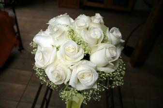 Tak toto je moje kyticka ze svatby!!! Moc se povedla, presne podle mych predstav :-)
