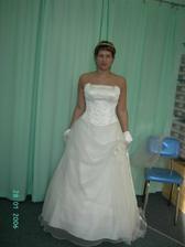 salon ASS(andělský svat.salon), šaty nádherné, materiál příjemný a krásný, ale nechci být princezna