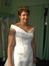 salon ASS, opět krásné šaty, ale ještě to nebylo pořád ono