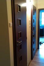 zlava: dvere na wc, do kupelne, izba