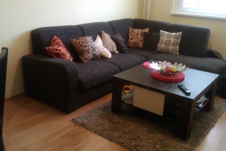 ...a ďalšie vankúše a koberec