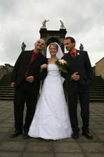Nevěsta a její bratříčci.