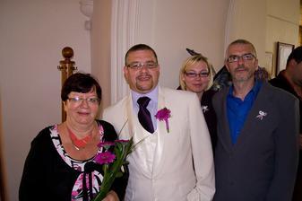 Manžel s maminkou a bratrancem :)