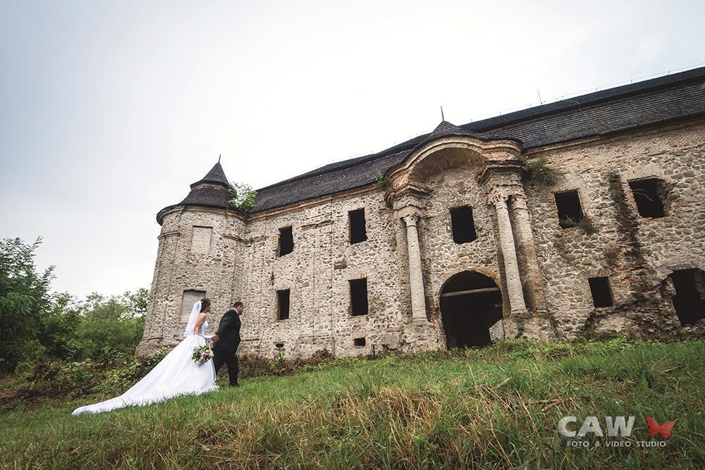 T & T svadobné fotky z opusteného kaštieľa - Obrázok č. 1