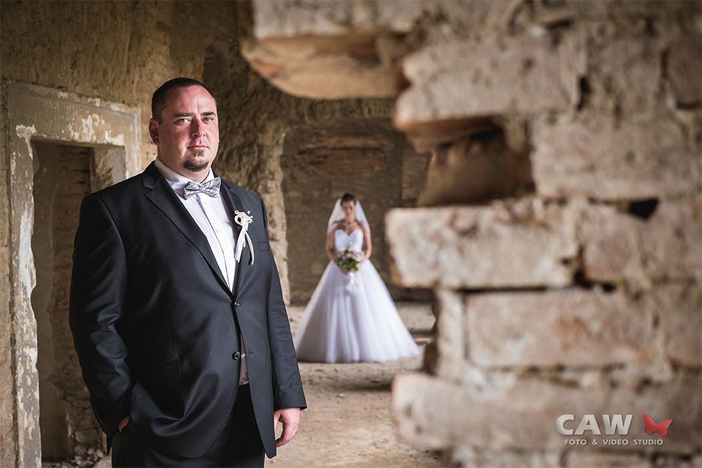 T & T svadobné fotky z opusteného kaštieľa - Obrázok č. 3