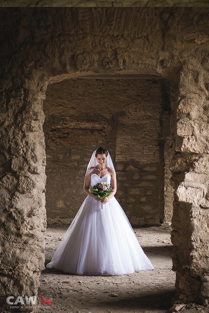 T & T svadobné fotky z opusteného kaštieľa - Obrázok č. 5