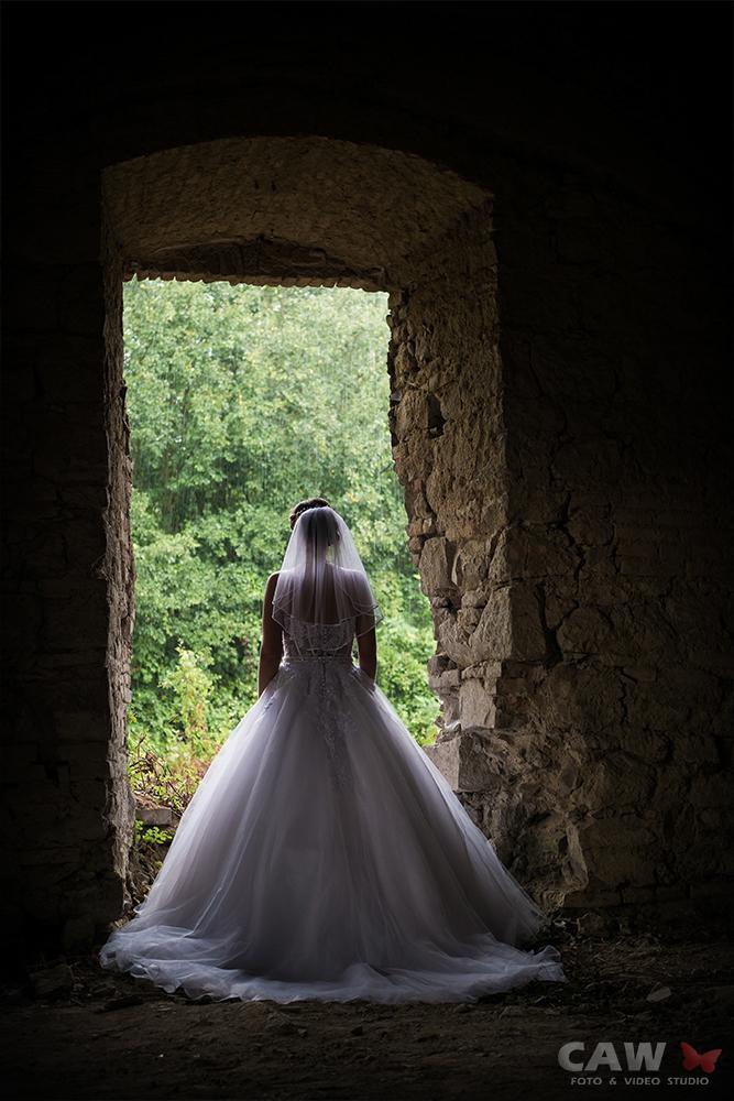 T & T svadobné fotky z opusteného kaštieľa - Obrázok č. 7