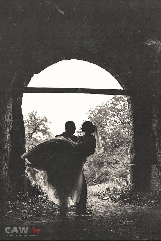 T & T svadobné fotky z opusteného kaštieľa - Obrázok č. 9