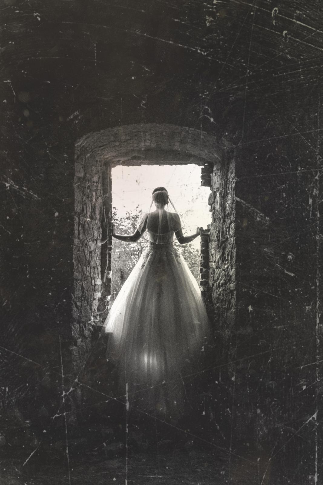 T & T svadobné fotky z opusteného kaštieľa - Obrázok č. 10