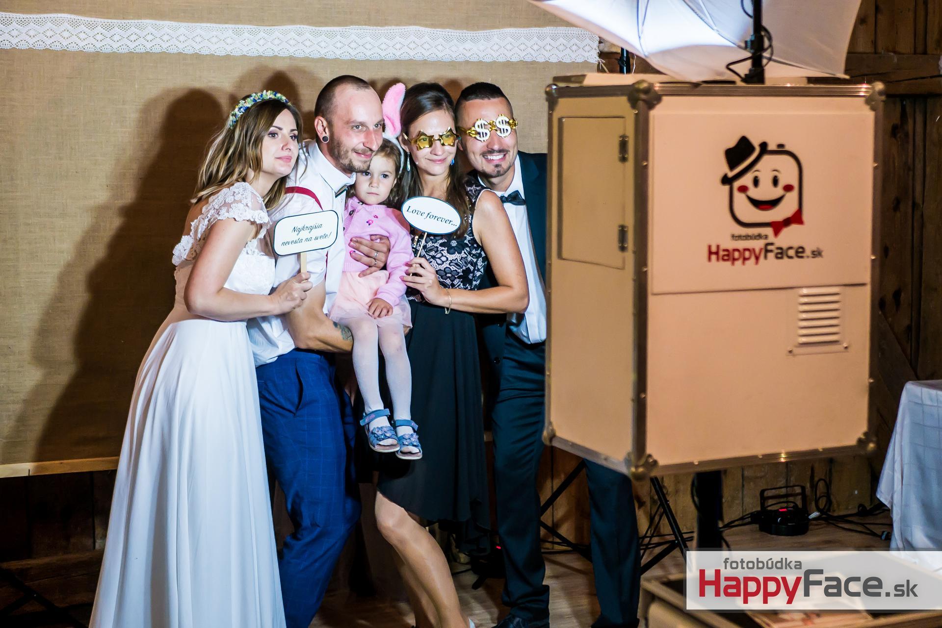 Prenájom fotobúdky za super ceny 🙂 Neobmedzené množstvo fotiek 👍 Nekonečné množstvo rekvizít 🤩 www.happyface.sk - Obrázok č. 3